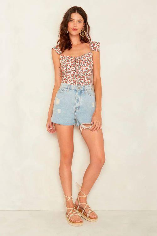Shorts Curto Destroyed Lais Jeans Claro - Le Blog