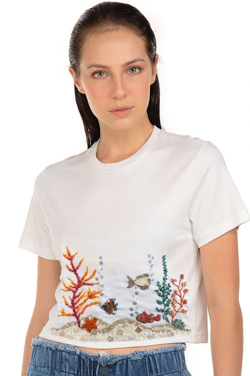 T-Shirt Cropped Fundo do Mar Bordada - Fabiana Milazzo